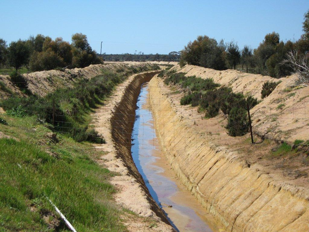 Tractor Water Drain : Managing subsurface water agriculture and food