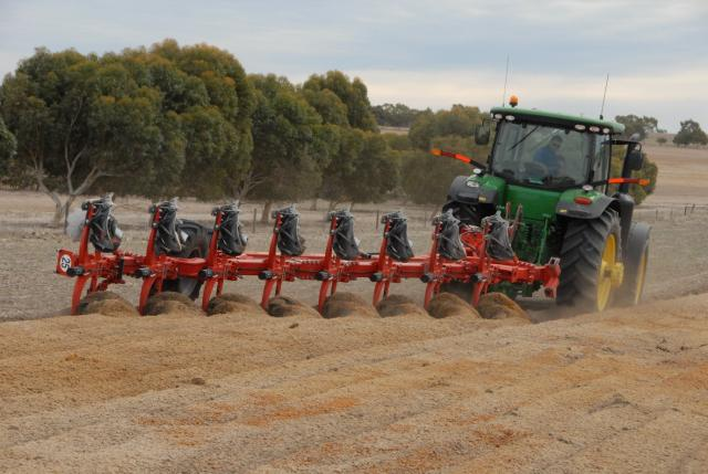 One-off soil inversion of a repellent sandy gravel using an in-furrow mouldboard plough at Badgingarra, 2012. (©2012 Stephen Davies DAFWA)