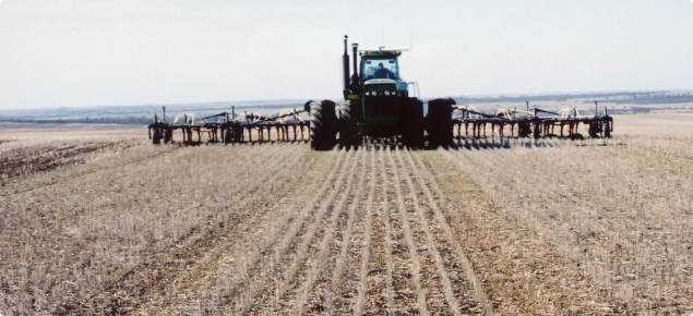 CTF seeding with 3m permanent tramlines and duals on the seeding tractor, some growers under-inflate the outer tyres or fit undersized rims to minimise compaction during seeding but retain flotation when needed