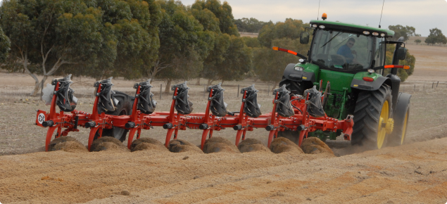 Mouldboard ploughing of a repellent sandy gravel