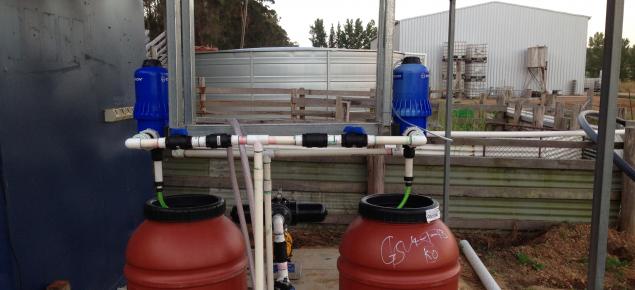 Fertiliser dosing system using two tanks