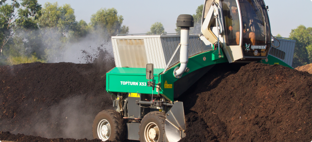 Compost turing machine working along a windrow