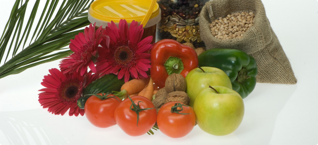 A selection of fuirt and vegetables that pose a quarantine risk to WA, including tomatoes, apples, capsicum, carrots and zuchinni