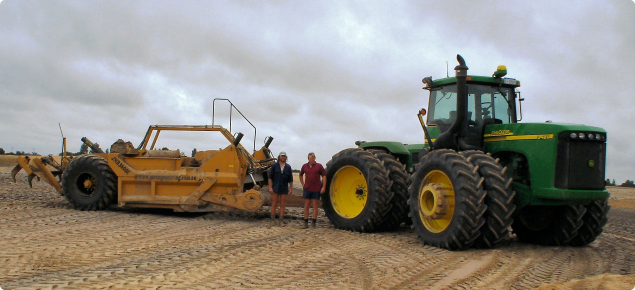 Carry grader for clay spreading on water repellent soils